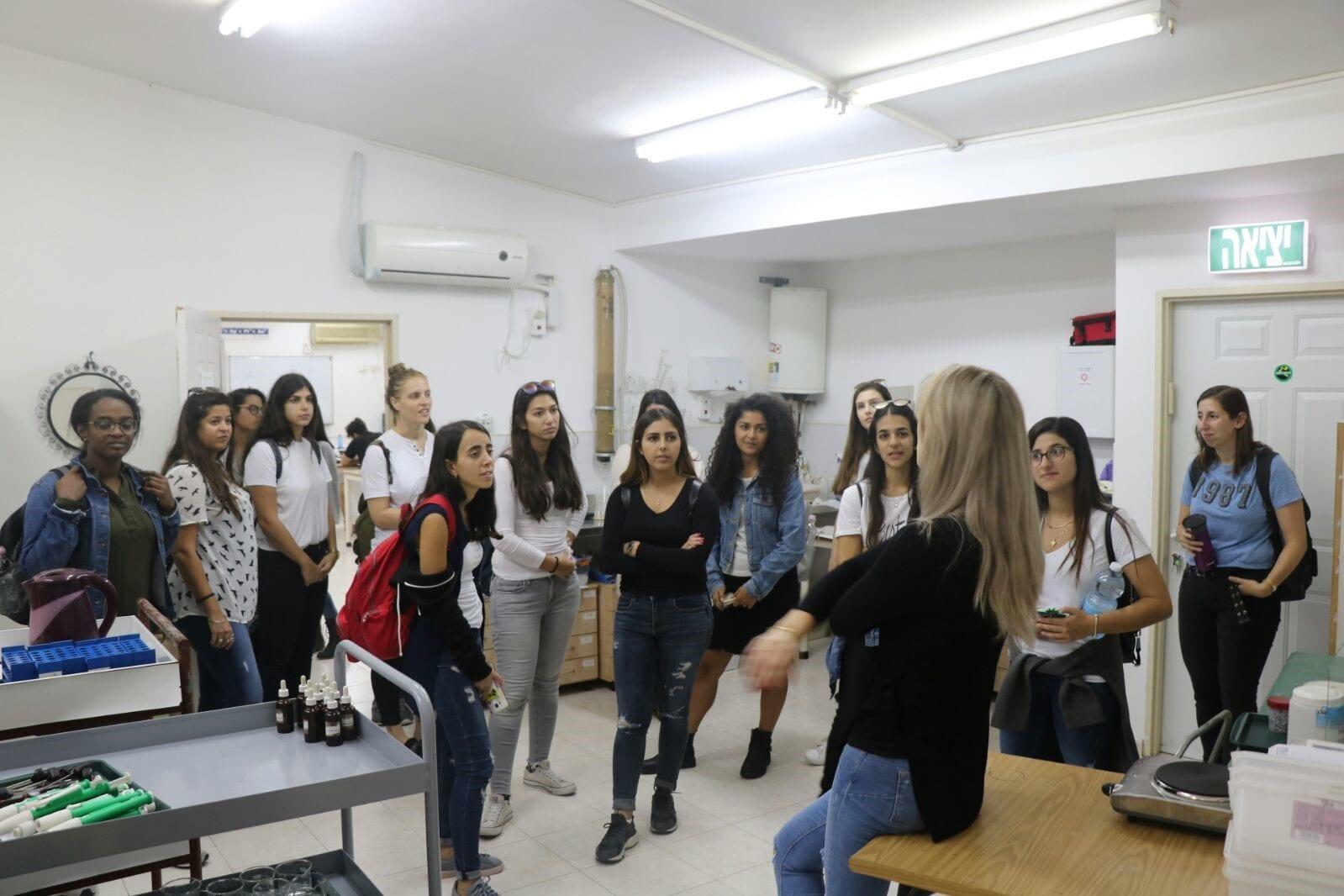כפר הנוער עיינות – מהי מנהיגות?