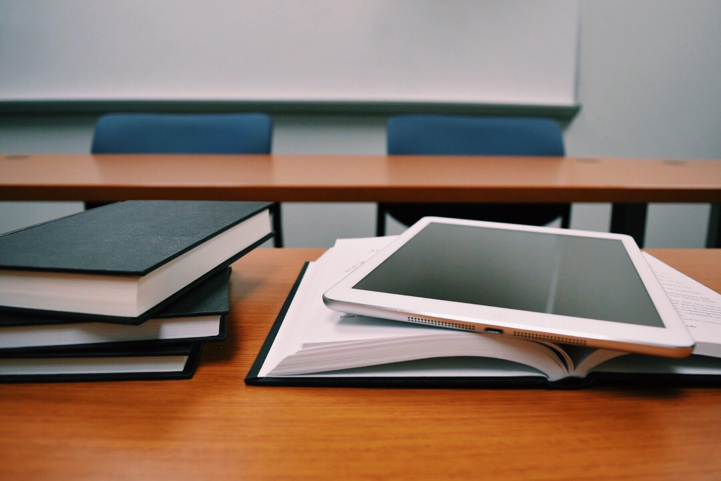 תמונה של ספרים בכיתה