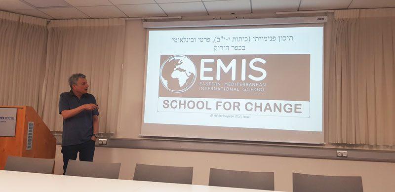 """תמונות מהרצאה ד""""ר ערן גוסקוב: על אזרחות קוסמופוליטית ועל זיקתה לחינוך"""