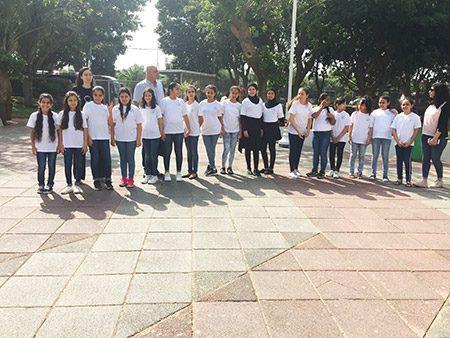 תמונה של תלמידי בית ספר אג'יאל ביפו בכנס מקהלות אצלנו