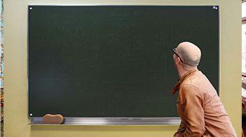 תמונת מורה ולוח