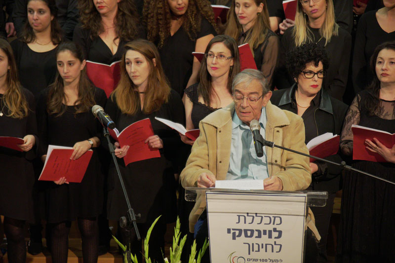 תמונה של אליהו הכהן מתוך קונצרט שנערך במכללה ב- 21.1.2018